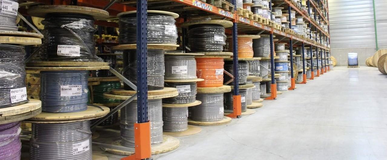 Кабели на складе